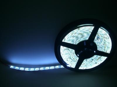 蛍光灯より明るく!防水加工もしてありますのでアンダーネオンとしても使用可能です!