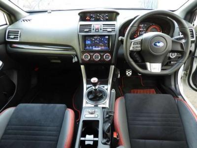 納車時より1ヵ月または1,000kmまで無料保証付きまた新車時登録年月日より最長5年の新車保証継承つき カロッツェリアHDDナビ 7V型ワイドVGA地上デジタルTV/DVD-V/CD/Bluetooth/USB/SD/チューナー・5.1ch