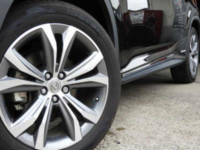 タイヤ空気圧ウォーニング(マルチインフォメーションディスプレイ表示付)、