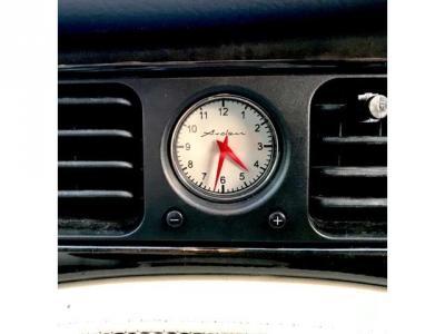 ホワイト文字盤時計