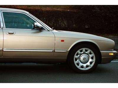 クィーンエリザベスも所有していたX308型ダイムラー