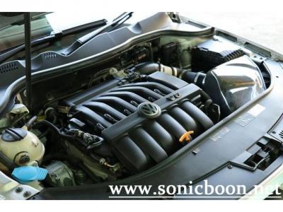 専用チューニング3.6リッターV6エンジンは299PSを発生します。