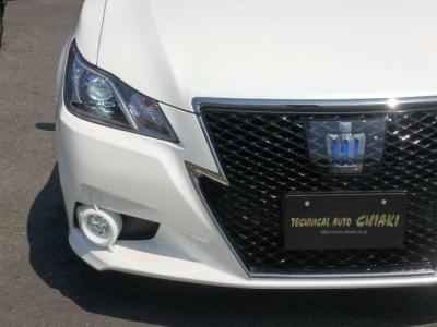 ディスチャージヘッドライト、フォグランプ、純正ブラックスタイル専用18インチアルミ