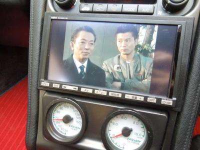 カーナビも古いアナログTVの物が付いていましたが、先週新品に交換しました。水谷豊氏もクッキリ映ります。油メーターの取り付けもいい加減な電源取り回しだった物を当店で配線を取り直しました。