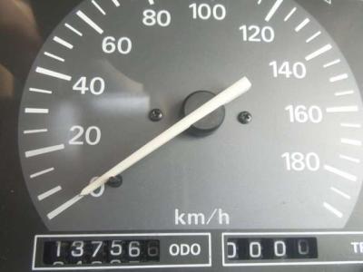 26年前の車で走行距離が13万8000kmってすばらしです。長期間放置されたわけでもなく、過走行に酷使されたわけでもなく、実績に等しい数字です。