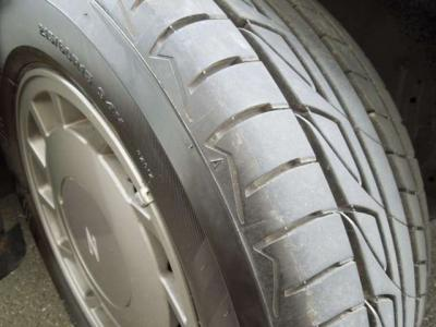 タイヤはまだヒゲが残っている状態。ブリジストンのプレイズ。ホイールは純正使用。おかげで足回りの疲労感もなくここまで来ました。