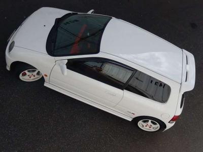 もちろんチャンピョンシップホワイトNEWペイントですよ。ベース車がもともと白だったから、塗装の乗りもいいよ。