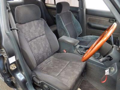 シートのチョイスがダサい。助手席、R32。運転席はR33??