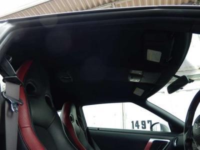 禁煙車なので車内は清潔そのものです。やっぱりスポーツクーペは気品が漂わないといけません。