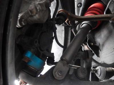車高調はチーム国光の物をチョイス製造はメーカー純正も手がけるSHOWA謹製。キャンバーアジャスターとセットでバッチリきまってる。