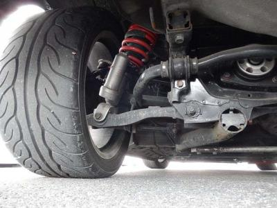 タイヤサイズはフロントが225幅リアは255幅の17インチ。デフの強化マウントはTRACEさんの物をチョイス。
