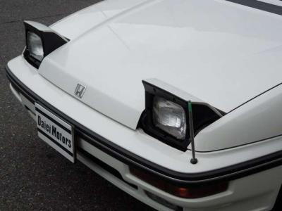 時代の申し子「リトラクタブルライト」も健在。テクニカルな技術で、各社競い合っていたいい時代の車。