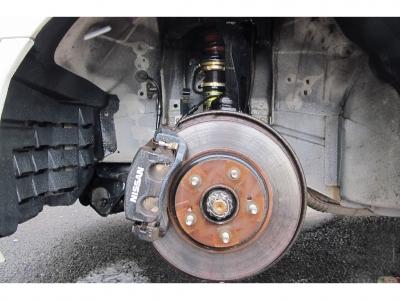 ファイナルコネクション車高調キット装着済みで、車高調整も自在に行えます。荷室の広いステージア純正5速MTお見逃しなく!!