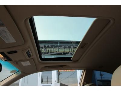 ドライブの際には重宝します、サンルーフ付きのB3Sクーペ走りはもちろん室内空間も魅力なお車です。