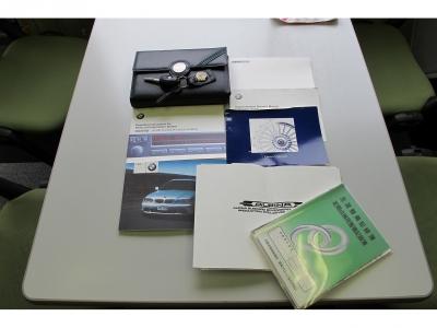 取扱説明書・新車保証書・メンテナンスノート・アルピナオーナーズマニュアル、スペアキー1ケ、プラキー1ケなど完備しております。