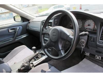 運転の楽しいRB25ターボエンジンをステージア25T RS FOUR S純正5速のお車で楽しんでください。