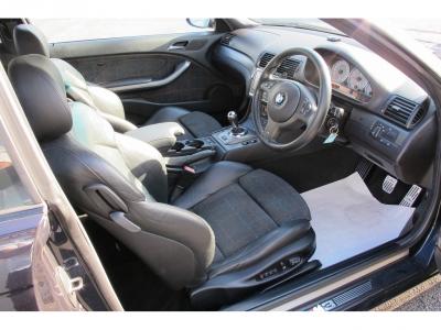 室内の臭いも気にならないM3です。運転席側、リア側ともに使用した跡はありません。