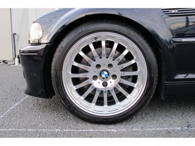デザインの良い18インチアルミホイール、タイヤはサイズ225/45R18 255/40R18になります。