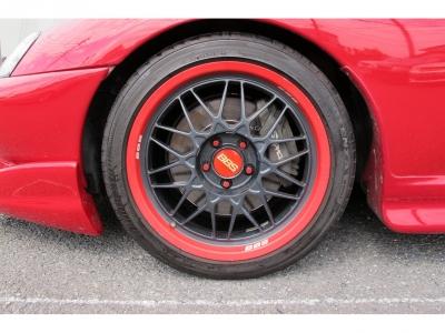 デザインの良いBBS RG18AWフロント245/40/18リア275/35/18装着、タイヤの山もまだまだございます。