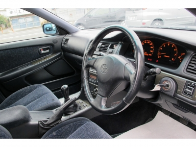 運転の楽しい100系ツアラーVをご家族でお楽しみくださいませ。純正5速、ディーラーメンテナンスのお車です。