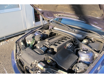 メーカーカタログ引用最高出力315ps(232kW)/6300rpm 最大トルク36.9kg・m(362N・m)/4800rpm 種類直列6気筒DOHC 総排気量3346cc