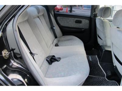 運転席、助手席下にサブウーハーもセットされておりますので、音楽も楽しめる1台です。コントローラーつきになりますので、運転席から自在にあやつれます。