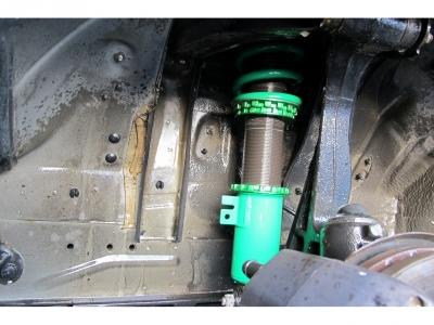 TEIN車高調付き車両です。マフラーやフルエアロ、18AWFタワーバー、キーレスエントリーも装着済みです。装備充実の決まった1台をぜひご検討ください。