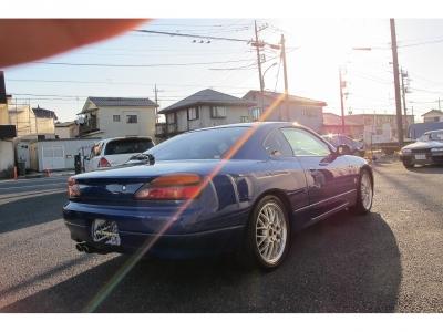 シルビアS15限定車オーテックバージョン外装色ブリリアント ブルー(TV3)入庫しました。外装磨き作業済み光沢感あるボディに仕上がっております。