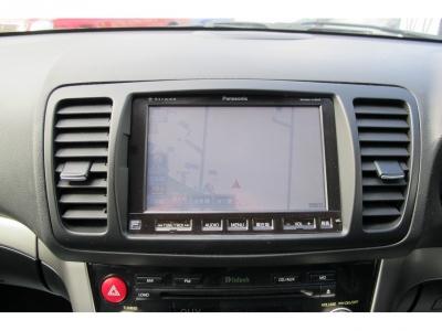 お出掛けの際には便利なスバルディーラー純正HDDナビ地デジフルセグTVやETCが装着されております。