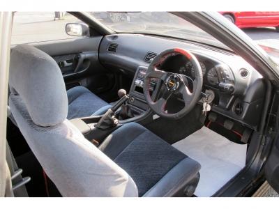 右コアサポート、右フロントサイドパネル歪の為、軽度事故歴ありにしています。装備品も良く前オーナー様が大事にされていたお車の様に見受けられます。