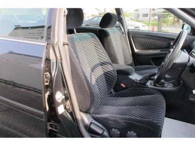 1オーナー車が入庫しました!!チェイサーツアラーV後部座席もひろびろ足元も十分スペースがあります。