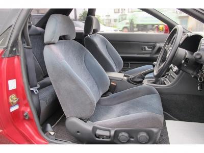 この年式としては外装内装共に上質なお車になります。ぜひ純正5速MTのHCR32をお探しのお客様はご検討ください。