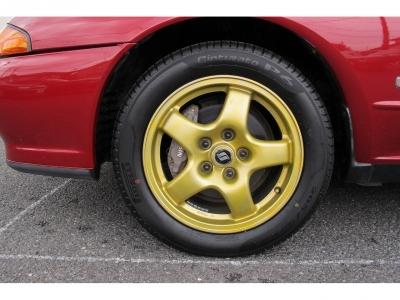当社にてNEWタイヤ装着しましたピレリーP6.205/55/16デザインの良いHCR32純正16インチアルミホイール6.5Jオフセット40です。