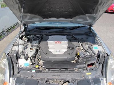 メーカーカタログ引用エンジン型式VQ35D(NEO) 出力280PS(206kW)/6200rpm トルク37.0kg・m(363N・m)/4800rpm V型6気筒DOHC 総排気量3498cc
