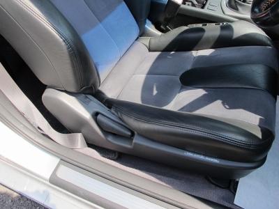 国産クーペの中ではリアシートの空間なども余裕がありしっかり4人乗れるお車になります。走りも楽しく使い勝手の良いスカクーCPV35ぜひご検討ください。