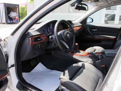 シートポジションもおもいのまま運転席.助手席はパワーシート付き車両になります。