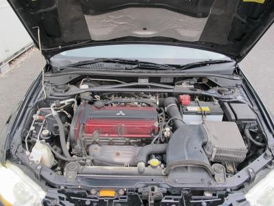 メーカーカタログ引用4G63ターボ 出力272ps(200kW)/6500rpm トルク35.0kg・m(343N・m)/3000rpm 直列4気筒DOHC16バルブICターボになります。