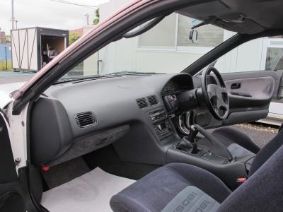 運転の楽しい180SX純正5速MTのタイプXが入庫しました。ダッシュボードのワレもなくこの年式としては上質な車両です。ぜひこの機会にご検討ください。