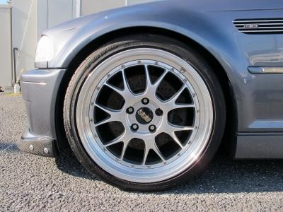 デザインの良いBBS19インチ(LM)深リムになります。リアタイヤは2本新品装着済みです。