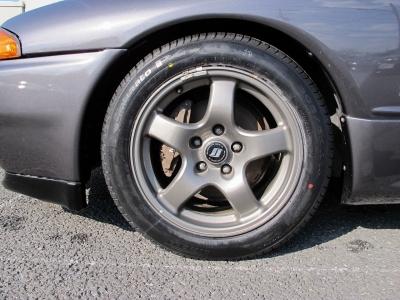デザインの良い32GT−R純正16インチアルミホイールになりますNEWタイヤ205/55/161台分当社にて装着しています。
