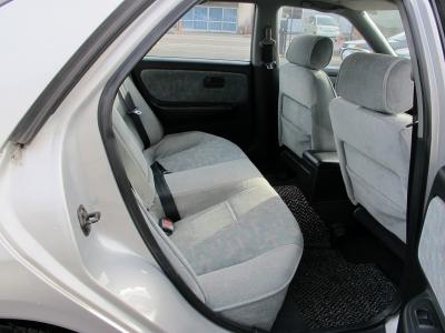 リアシートも十分広くスタイルの良い4ドアです。ぜひ1オーナー車ECR33タイプMをご検討ください。
