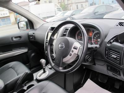 運転席、助手席、リアシートには標準でシートヒーター完備!!またクルーズコントロールも付いたお車になりますので、遠方へのお出掛けもラクラクです。