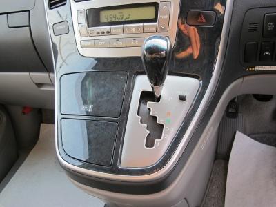 純正ナビ、後席モニター、ETC、フロントカメラ、バックカメラ、各収納スペースもあり便利なお車です。