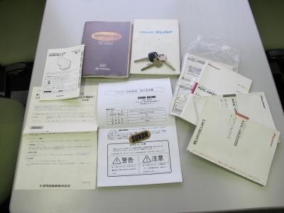 取説、新車保証書、スペアキー3ケ、ナビ取説、コムテックレーダー取説、マフラー騒音試験成績書完備しています。