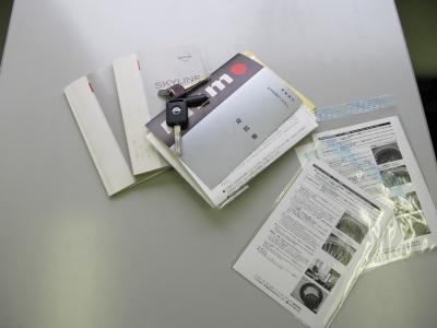 各パーツ保証書など保管しております。取説、記録簿、新車保証書、各パーツ保証書、スペアキーも完備