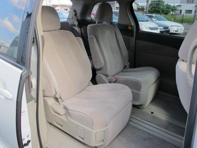 サードシートは収納可能になりますので、大きなお荷物も十分にはいります。4人乗りで広々使うも良しのエスティマをぜひご検討ください。