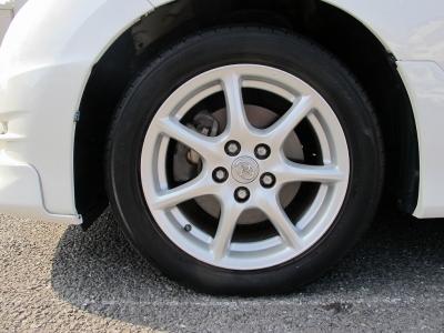 デザインの良い純正17AWタイヤサイズ215/55/17になります。