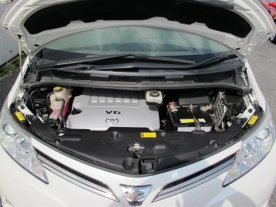 メーカーカタログ引用エンジン型式2GR-FE 出力280ps(206kW)/6200rpm トルク35.1kg・m(344N・m)/4700rpm 種類V型6気筒DOHC 総排気量3456cc