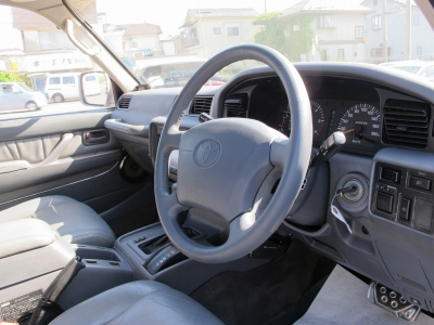 運転の楽しい1FZエンジンです。リフトアップや社外15AWBFグットリッチタイヤ、HDDナビ地デジTV、ETC装着済み、HIDヘッドライト、ディーラーオプション運転席エアバック装着車