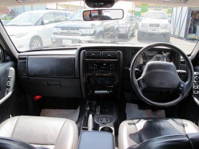 クリーニング施工済み 内装コンディションとてもいい状態です。内装の天井もNEWにて張替済み!!剥がれていたり内装がたぷんたぷんのお車が多いですが張替済みなので、ご安心ください。